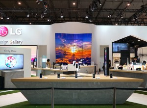 2018 MWC LG OLED Full Vision 001